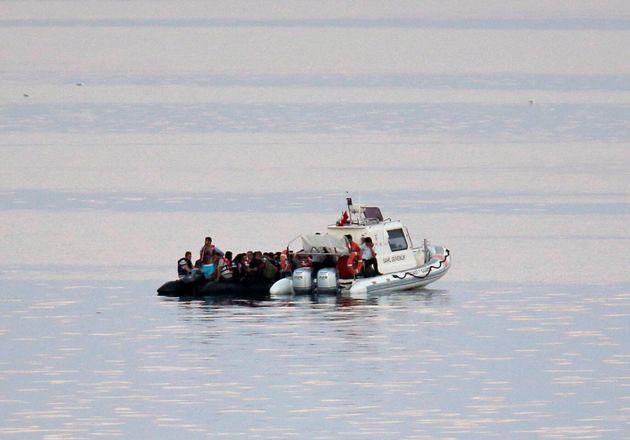 Νέα τουρκική πρόκληση στο Αιγαίο: Απόπειρα προώθησης λέμβου με μετανάστες στη