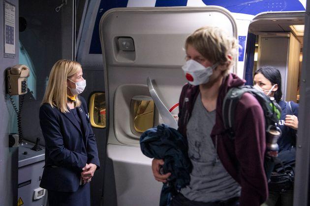 Υποχρεωτική η χρήση μάσκας προσώπου σε όλες τις πτήσεις του ομίλου