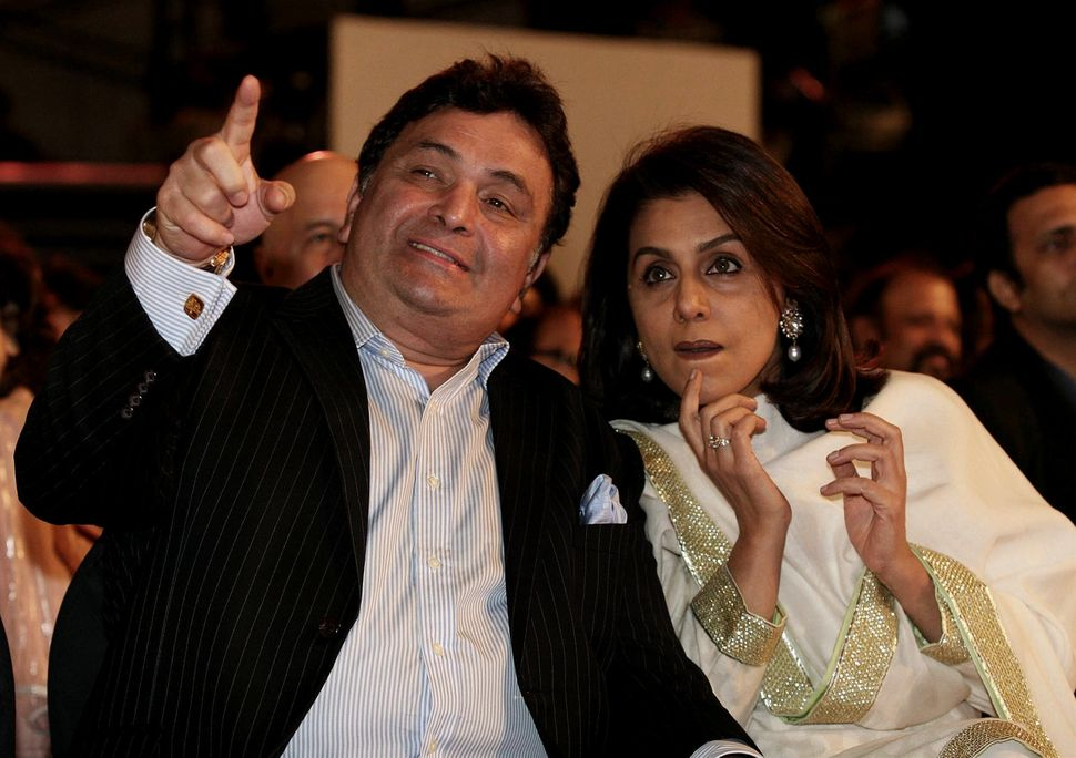 Indian Bollywood film actor Rishi Kapoor with his wife Neetu Singh attends the Stardust Awards in Mumbai late on January 17, 2010. AFP PHOTO/STR (Photo credit should read STR/AFP via Getty Images)