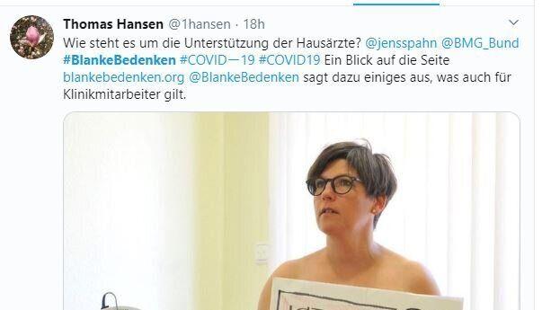 Una médica alemana posa