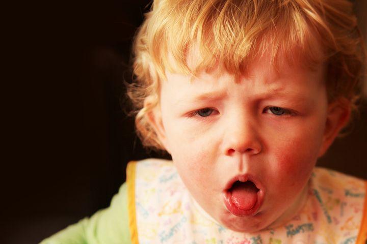 Même s'il est difficile d'apprendre l'étiquette respiratoire aux enfants, leur incapacité physique à tousser assez fort pour expectorer fait en sorte qu'ils sont moins susceptibles de transmettre certaines infections.