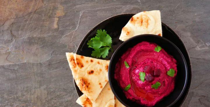Con un poco de remolacha, tendrás un hummus más bonito y con mejor sabor.