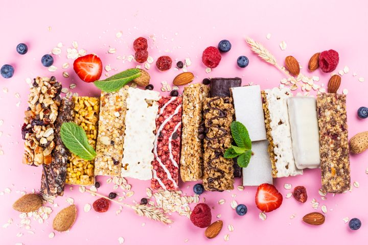 Look for granola bars that are between 100-200 calories, reasonably low in carbs (roughly 15 grams per bar), contain 3 grams or more of fiber (5-7 grams is ideal) and at least 6 grams of protein.
