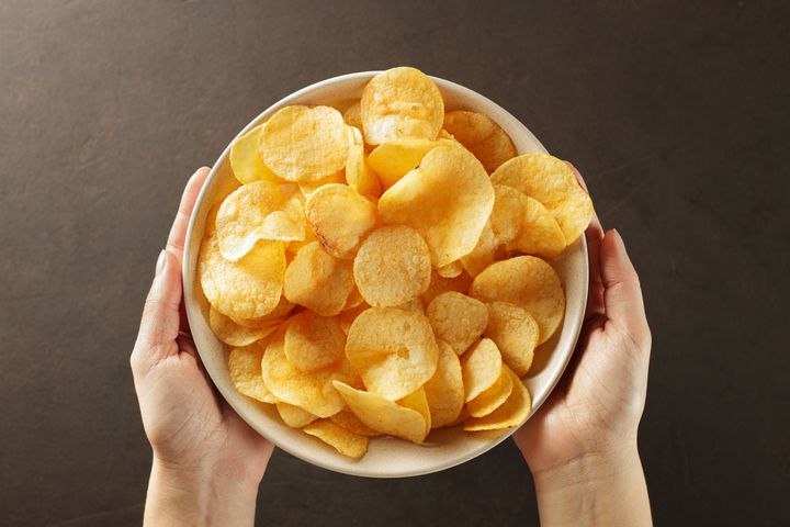 Aim for a minimum of 3 grams of fiber and protein per serving of potato chips.