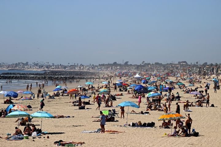 Crowds filled beaches in Newport Beach, California, last weekend as temperatures rose in Southern California. Many California counties have closed beach access.