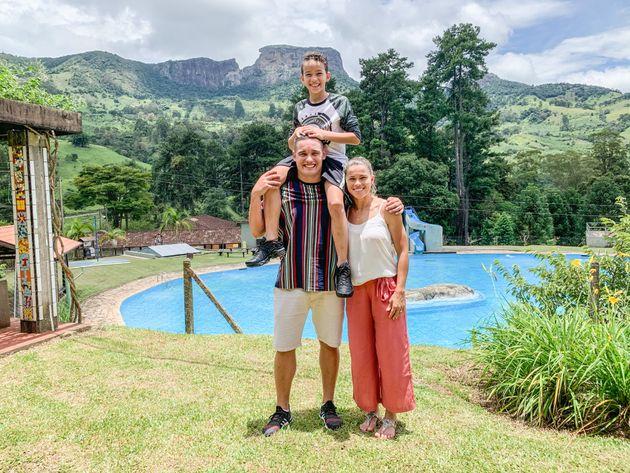 Tamires Dias com sua família: o marido, César, e o filho,