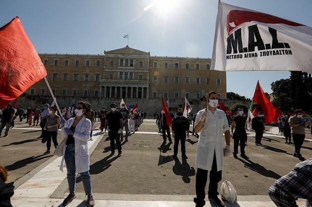 Διαδηλωτές με ιατρικές...