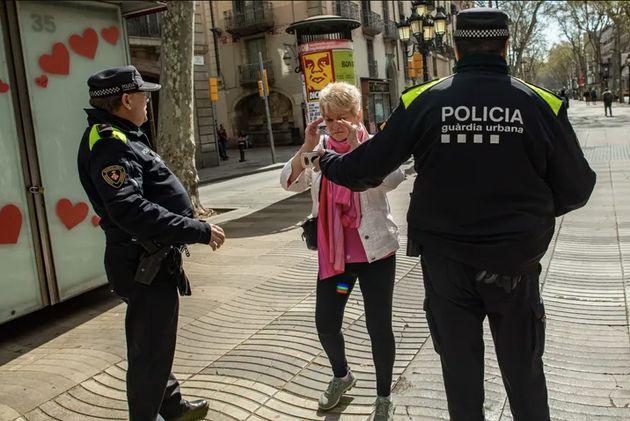 La Guardia Urbana de Barcelona para a una