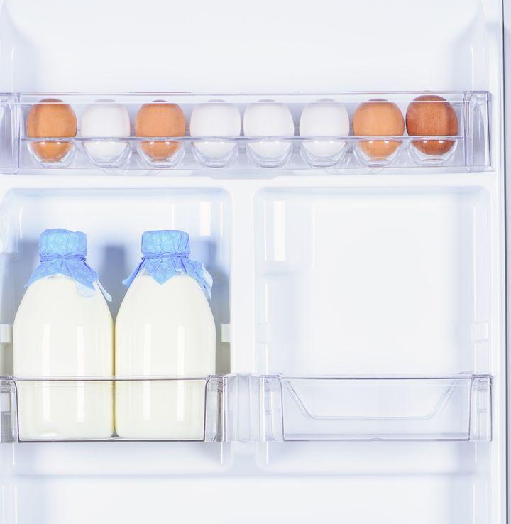 Δεν τοποθετούμε ποτέ γαλακτοκομικά προϊόντα στην πόρτα του ψυγείου.