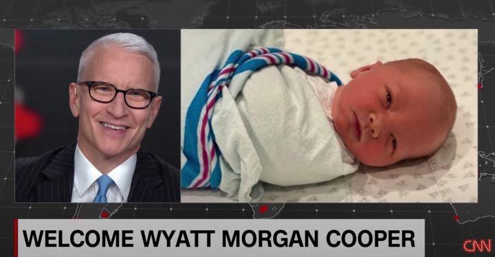 笑顔で我が子の誕生を報告するクーパー氏