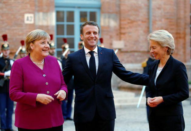 Emmanuel Macron et Angela Merkel ont co-signé une tribune d'Ursula von der Leyen et Charles Michel...