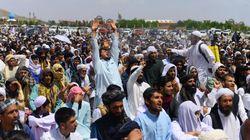 Εικόνες οργής στο Αφγανιστάν: Χιλιάδες πιστοί αψήφησαν τον κορονοϊό για το