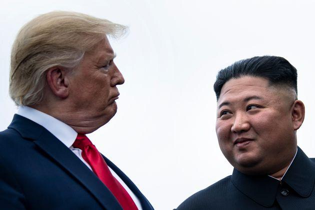 Trump saluta Kim: