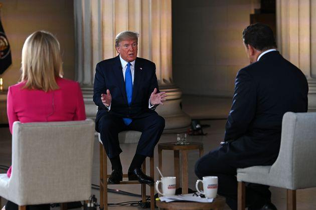 Donald Trump ce 3 mai au Lincoln Memorial a estimé qu'un vaccin contre le coronavirus pouvait...