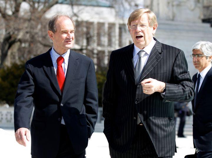 裁判を法律面からリードした、テッド・オルソン弁護士(右)とデビット・ボイス弁護士。2人はブッシュとゴアの裁判では、アドバイザーとして対立する立場にあった