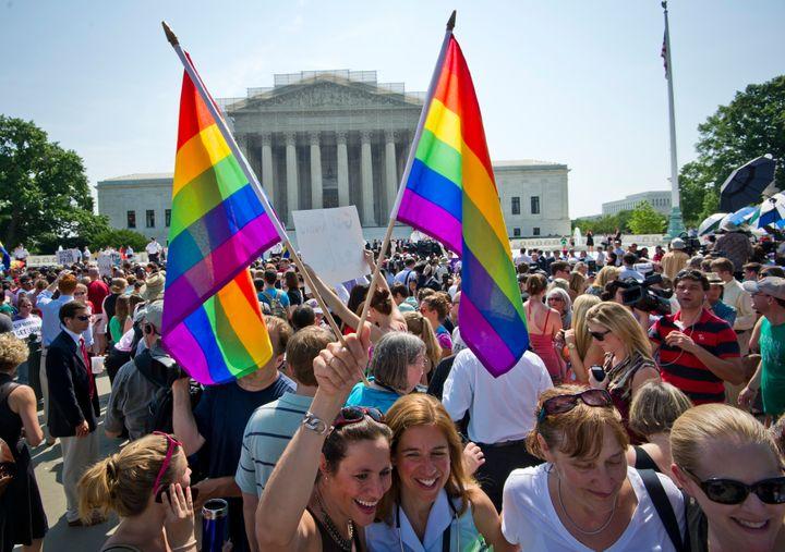判決の日、ワシントンD.C.の連邦最高裁には大勢の人たちが集まった