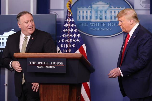 마이크 폼페이오 장관은 코로나19 팬데믹의 책임이 중국에게 있다고 거듭 강조했다. 그러나 미국 정부 역시 코로나19 대응에 실패했다는 비판에서 자유로울 수 없는