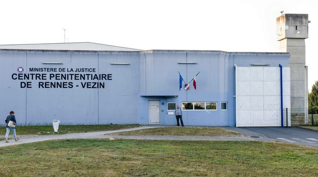 Cinq épouses de détenus, dont l'un est incarcéré à la prison de Vézin-le-Coquet, près de Rennes, dénoncent...