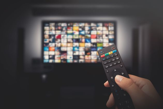 Confinés, les Français regardent la télévision en moyenne 4h40 par jour et...