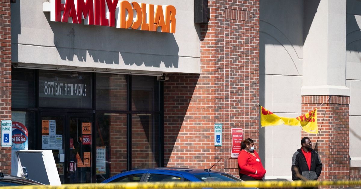 Retailer Security Guard Fatally Shot After Dispute Over Facial Hide: Prosecutor thumbnail