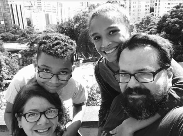 A família toda: Alessandra, Thon, Lisa e