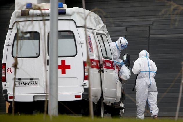 Ρωσία: Τρεις υγειονομικοί που είχαν αντιπαρατεθεί με τις αρχές για τον κορονοϊό έπεσαν στο κενό από