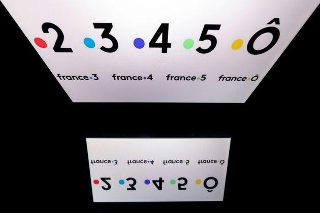Les logos des cinq antennes de France Télévisions, à Paris le 26 mars