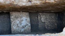 Dalla buca al Pantheon emerge l'antica meraviglia della pavimentazione