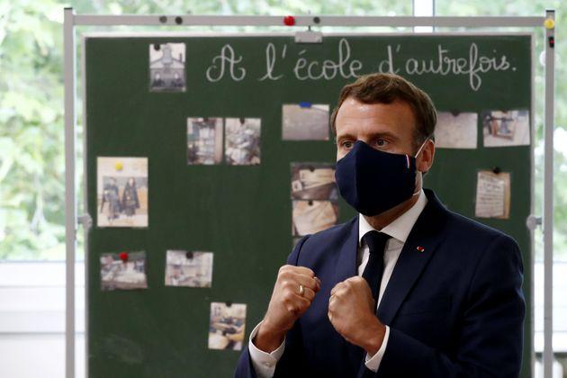 Le président Emmanuel Macron s'est rendu dans une école de Poissy pour rassurer les parents et professionnels...