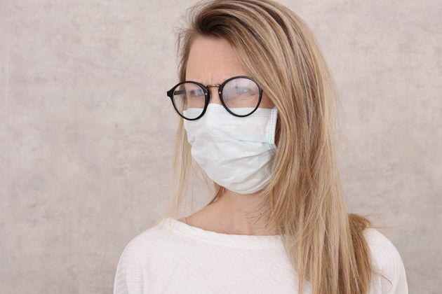 Come evitare che gli occhiali si appannino indossando la mascherina? 3 trucchi da