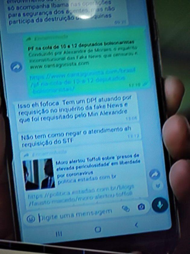 Presidente mostrou imagem de troca de mensagem com Sergio Moro que, segundo ele, ocorreu no dia 23 de