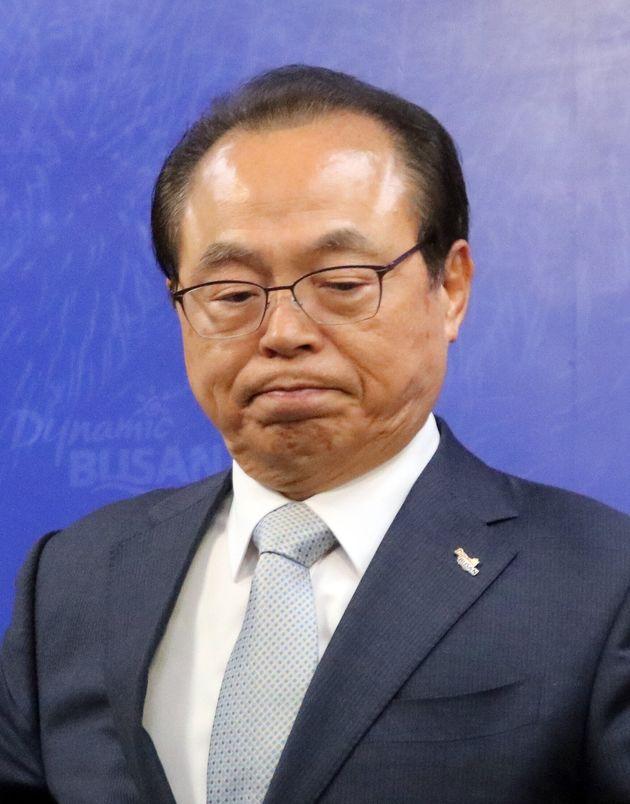 오거돈 부산시장이 23일 오전 부산시청 9층에서 부산시장 사퇴 기자회견을 하고 있다. 오 시장은 부산시장직을 사퇴하면서