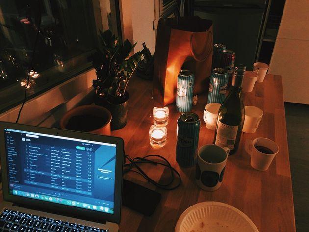 ヘルシンキで参加したホームパーティ。参加者の全員が2言語以上を話すので、小さな部屋はフィンランド語と英語を主に、色々な言語で彩られた