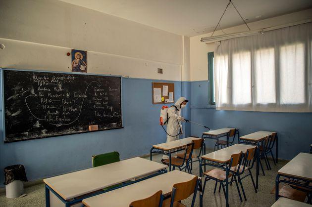 Αντιδρά η ΟΛΜΕ στην επιστροφή των καθηγητών στα σχολεία - Τρίωρη στάση