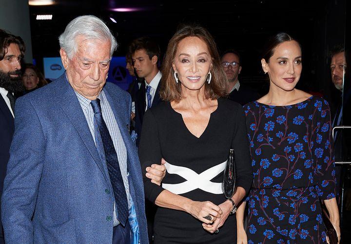 Mario Vargas Llosa, Isabel Preysler y Tamara Falcó.