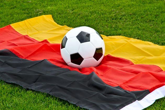 Merkel riconosce l'eccezionalità del calcio. Un passo verso la