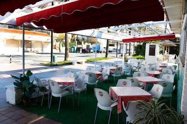 Restaurantes en la playa de Playamar en Torremolinos (Málaga), cerrados por el estado de