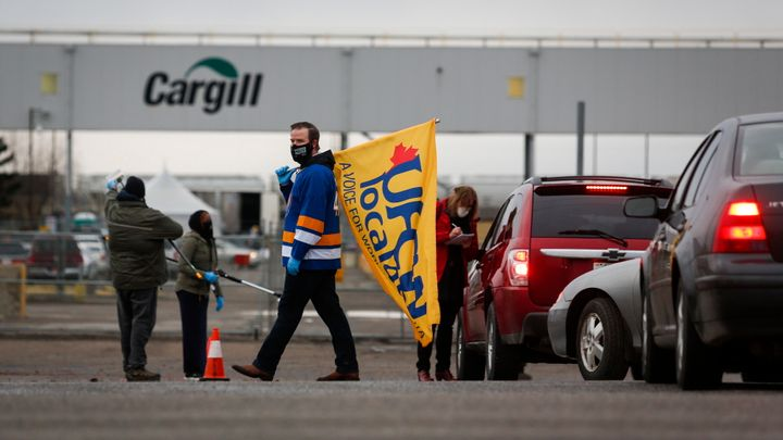 A union representative greets workers returning to the Cargill beef processing plant in High River, Alta. on May 4, 2020 that was closed for two weeks because of COVID-19.