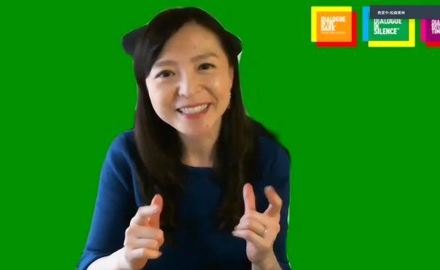 オンライン会見で、聴覚障害者の新型コロナの影響を訴える松森果林さん