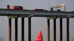 波のように上下に揺れる中国の吊り橋を捉えた動画が拡散。通行停止も「安全性には影響ない」と現地メディア