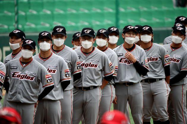 マスクをつけた選手たち