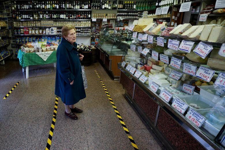 Ρώμη, Ιταλία: Ηλικιωμένη...