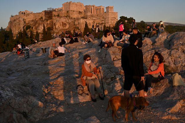 «Πάμε πλατεία»: Οι Ελληνάρες μας απειλούν με δεύτερο