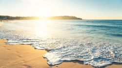 El CSIC aclara qué probabilidad de infección por coronavirus existe al bañarse en playas y