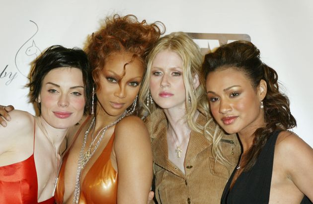 Tyra Banks in 2004 with Cycle 2 contestants Yoanna House, Shandi Sullivan and Mercedes