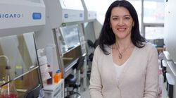 Θεοδώρα Χατζηιωάννου: Μια Ελληνίδα ερευνήτρια στη μάχη κατά του κορονοϊού με όπλο το πλάσμα από