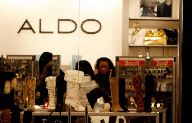 Shoppers at an Aldo location in Chicago, Thurs. Dec. 13, 2007. The chain has filed for creditor protection...