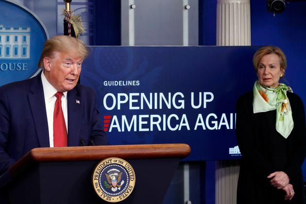 (자료사진) 도널드 트럼프 미국 대통령이 백악관 코로나19 브리핑에서 경제활동 재개를 위한 백악관의 지침을 발표하고 있다. 2020년