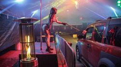 ストリップクラブも「ドライブスルー」に。新型コロナで、まさかの爆誕(画像あり)