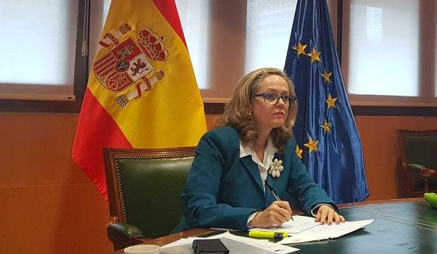 Nadia Calviño, vicepresidenta y ministra de Economía, participa en una reunión del